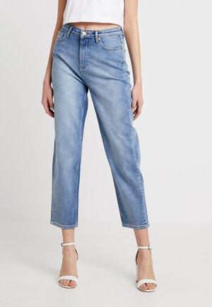 ONLFEXK BRENDAMOM JEANS - Straight leg jeans - light blue denim