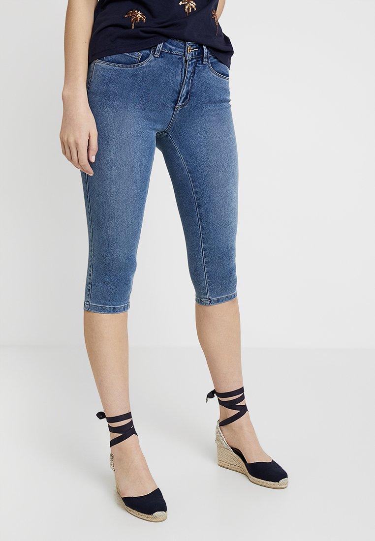 ONLY - ONLROYAL KNICKERS - Shorts vaqueros - medium blue denim