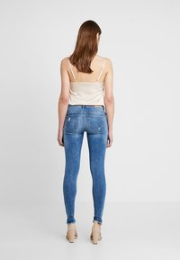 ONLY - ONLCARMEN REG  - Jeans Skinny Fit - light blue denim - 2