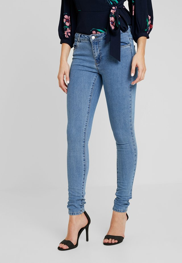 ONLCARMEN  - Vaqueros pitillo - medium blue denim