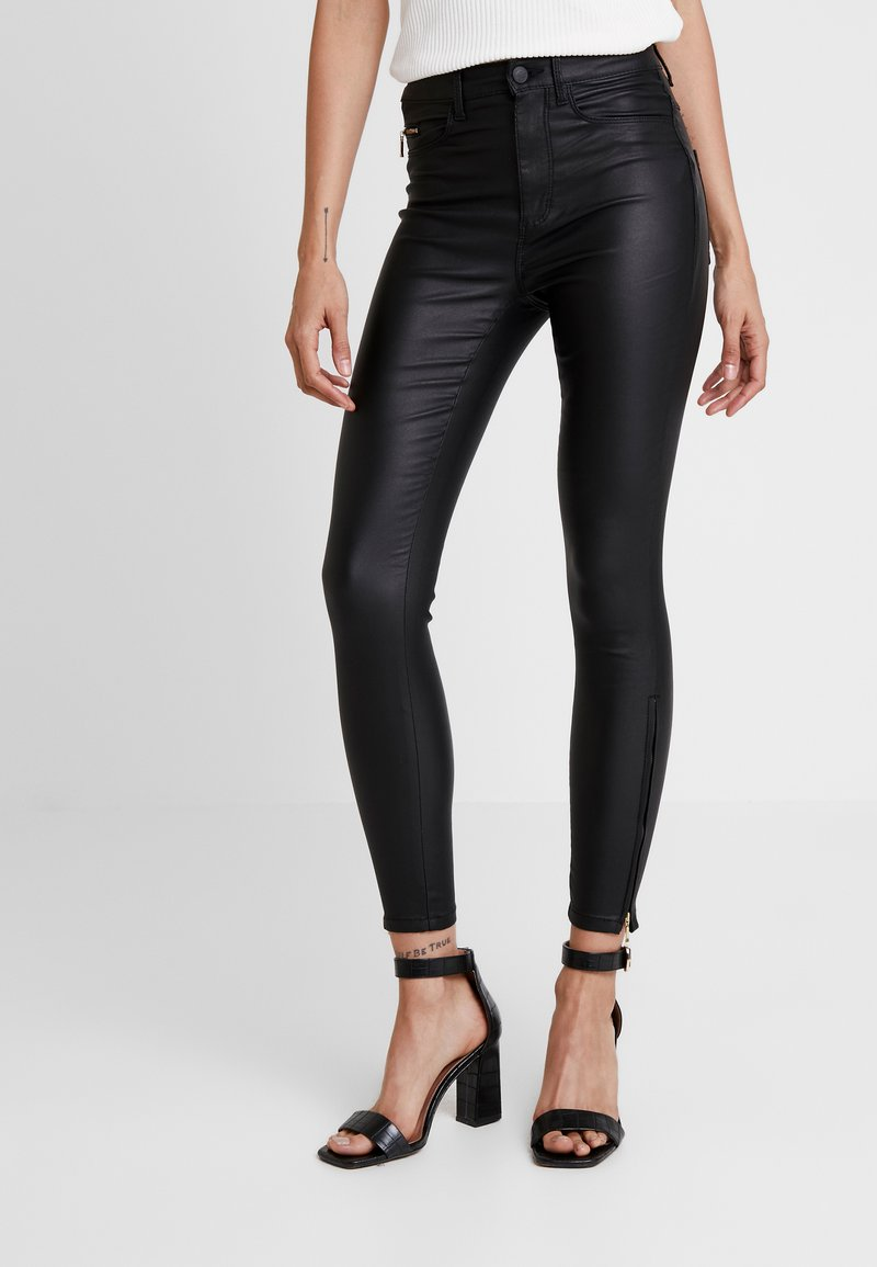 ONLY - ONLROYAL COATED ANKLE ZIP PANT - Vaqueros pitillo - black