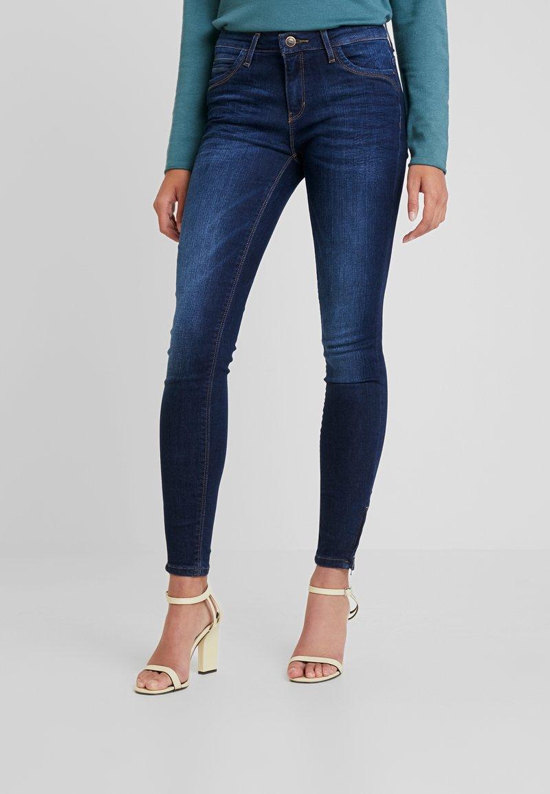 ONLY - ONLKENDELL REG ANKLE - Jeans Skinny - dark blue denim