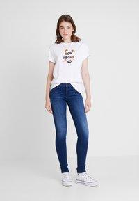 ONLY - ONLFCARMEN - Skinny džíny - dark blue denim - 1