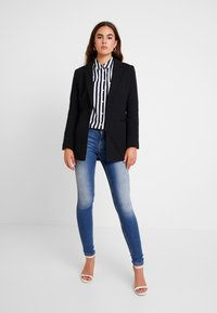 ONLY - ONLCARMEN - Jeans Skinny Fit - dark blue denim - 1