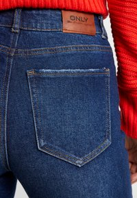 ONLY - ONLEMILY HIGHWAIST  - Jeans a sigaretta - dark blue denim - 4