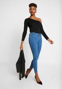 ONLY - ONLFHI MAX LIFE BOX - Jeans Skinny Fit - medium blue denim - 1