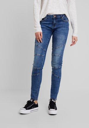 ONLCARMEN BIKER LIFE - Jeansy Skinny Fit - medium blue denim