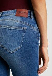 ONLY - ONLFIRIS MID PUSH UP LIFE - Jeans Skinny Fit - medium blue denim - 5