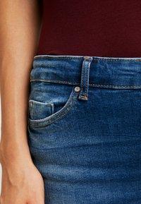 ONLY - ONLFIRIS MID PUSH UP LIFE - Jeans Skinny Fit - medium blue denim - 3
