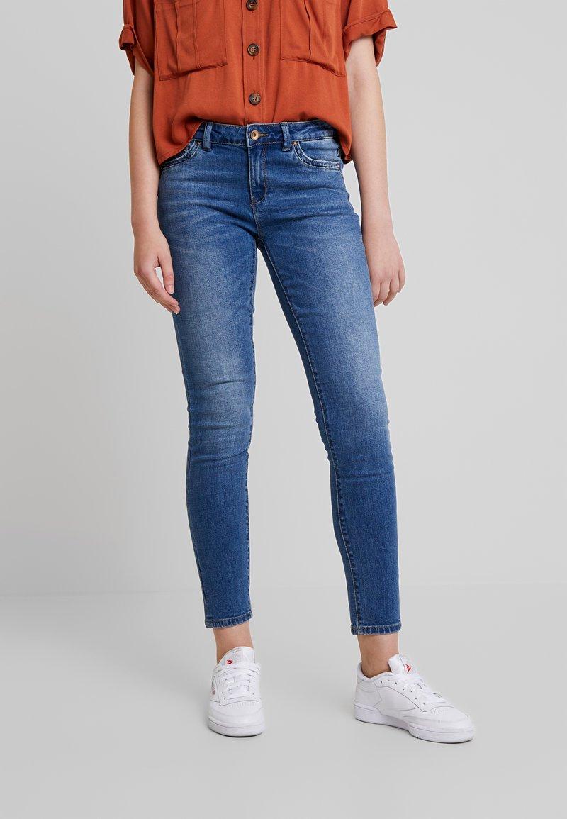 ONLY - ONLCARMEN REG ANK - Jeans Skinny - medium blue denim