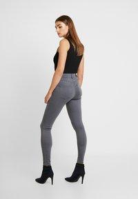 ONLY - ONLDOOLEY MID - Jeans Skinny Fit - grey denim - 2