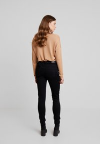 ONLY - ONLDOOLEY MID REA - Jeans Skinny - black denim - 2