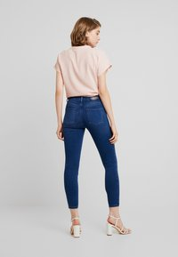 ONLY - ONLDOOLEY MID JEANS - Jeans Skinny - medium blue denim - 2