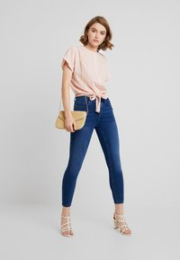 ONLY - ONLDOOLEY MID JEANS - Jeans Skinny - medium blue denim - 1