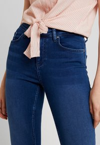 ONLY - ONLDOOLEY MID JEANS - Jeans Skinny - medium blue denim - 3