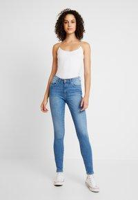 ONLY - ONLHUSH MID - Jeansy Skinny Fit - light blue denim - 1
