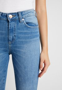ONLY - ONLHUSH MID - Jeansy Skinny Fit - light blue denim - 3