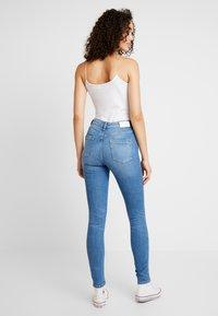 ONLY - ONLHUSH MID - Jeansy Skinny Fit - light blue denim - 2