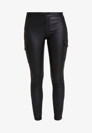 ONLROYAL COATED PANT - Skinny-Farkut - black
