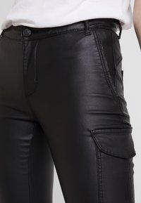 ONLY - ONLROYAL COATED PANT - Skinny džíny - black - 5
