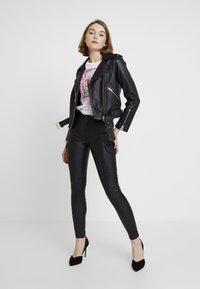 ONLY - ONLROYAL COATED PANT - Skinny džíny - black - 1