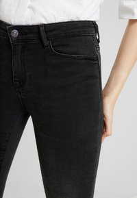 ONLY - ONLSHAPE LIVA  - Skinny džíny - black denim - 3