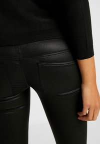 ONLY - ONLCORAL SUPERLOW LUX COATED PANT - Stoffhose - black - 5