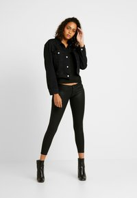 ONLY - ONLCORAL SUPERLOW LUX COATED PANT - Stoffhose - black - 1