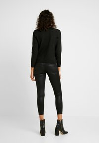 ONLY - ONLCORAL SUPERLOW LUX COATED PANT - Stoffhose - black - 2