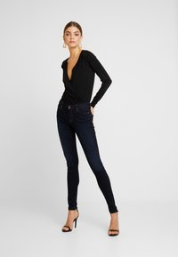 ONLY - ONLCARMEN - Skinny-Farkut - dark blue denim - 1