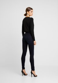 ONLY - ONLCARMEN - Skinny-Farkut - dark blue denim - 2