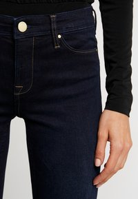 ONLY - ONLCARMEN - Skinny-Farkut - dark blue denim - 5