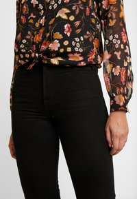 ONLY - ONLEMILY - Jeans a sigaretta - black - 4