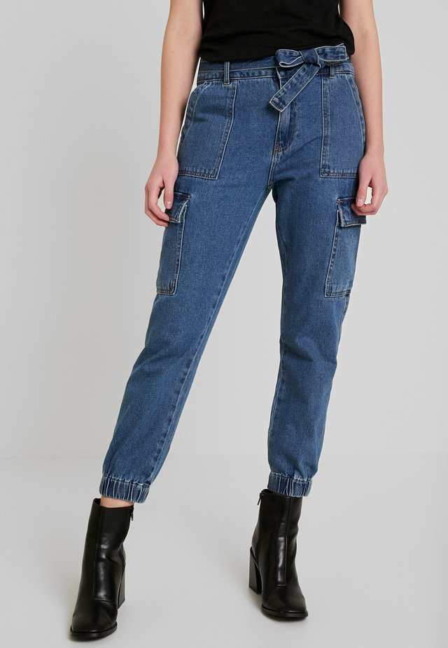 ONLPATRICIA - Vaqueros pitillo - medium blue denim