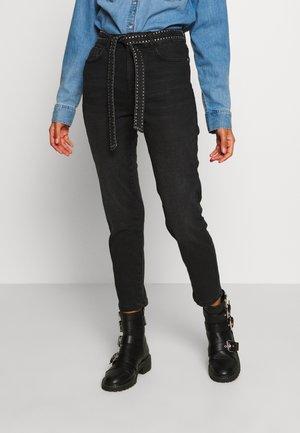 ONLEMILY STUDD BELT - Jeans Skinny Fit - black denim