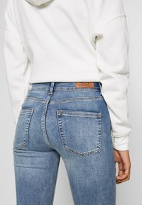 ONLY - ONLBLUSH MID - Jeans Skinny Fit - light blue denim - 3