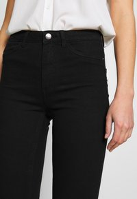 ONLY - ONLPAIGE PUSH UP  - Skinny džíny - black - 4