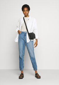 ONLY - ONLCLIP - Jeansy Relaxed Fit - medium blue denim - 1