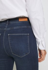 ONLY - ONYGOSH HIGHWAIST  - Jeans Skinny Fit - dark blue denim - 5