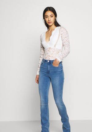 ONLROYAL SWEET - Jeansy Dzwony - medium blue denim