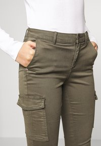 ONLY - ONLNEW COLE MIRINDA - Cargo trousers - grape leaf - 3