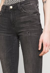 ONLY - ONLCARMEN CBL513 - Jeans Skinny Fit - black denim - 4