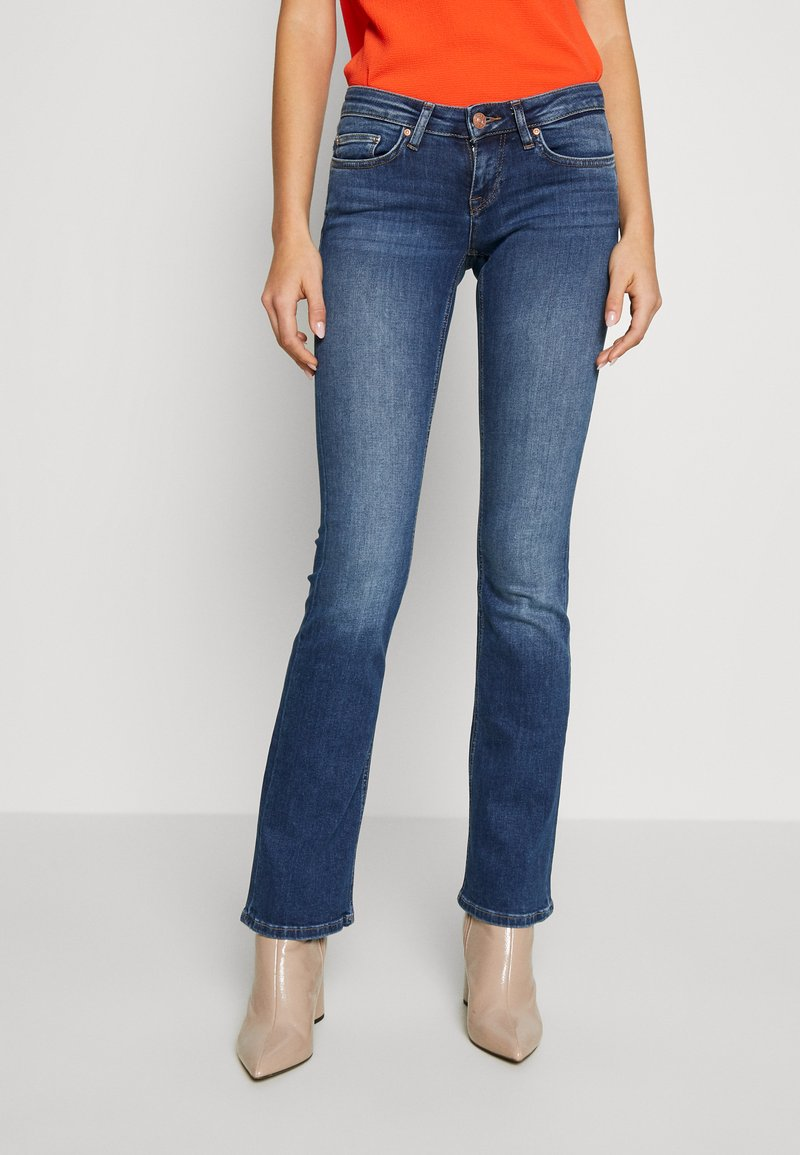 ONLY - ONLCORAL SWEET - Flared Jeans - medium blue denim