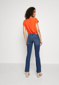 ONLY - ONLCORAL SWEET - Flared Jeans - medium blue denim - 2