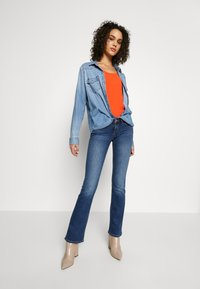 ONLY - ONLCORAL SWEET - Flared Jeans - medium blue denim - 1