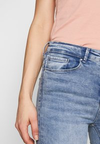 ONLY - ONLPAOLA LIFE - Skinny džíny - light blue denim - 4