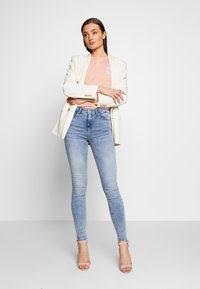 ONLY - ONLPAOLA LIFE - Skinny džíny - light blue denim - 1
