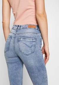 ONLY - ONLPAOLA LIFE - Skinny džíny - light blue denim - 2