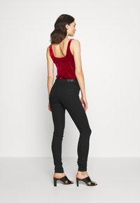 ONLY - ONLDAISY PUSH UP - Jeans Skinny Fit - black denim - 2