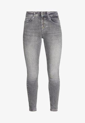 ONLBLUSH BUTTON - Jeansy Skinny Fit - medium grey denim